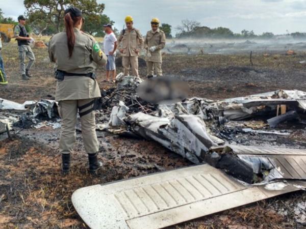 Avião cai em Corumbaíba  4