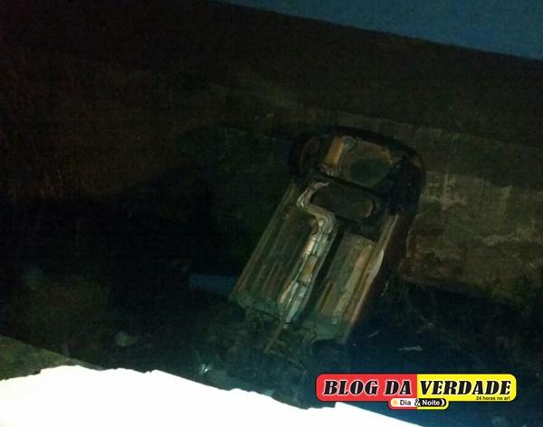 Ocorrencia 20-08-16 veículo cai em Pirapitinga