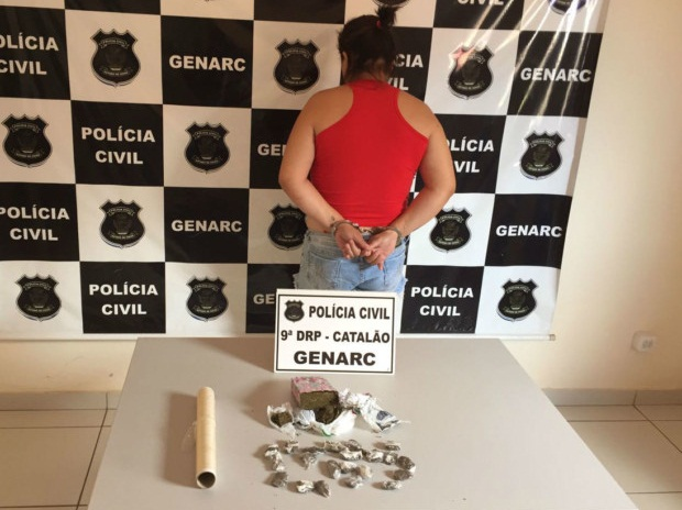 mulher presa por tráfico de drogas
